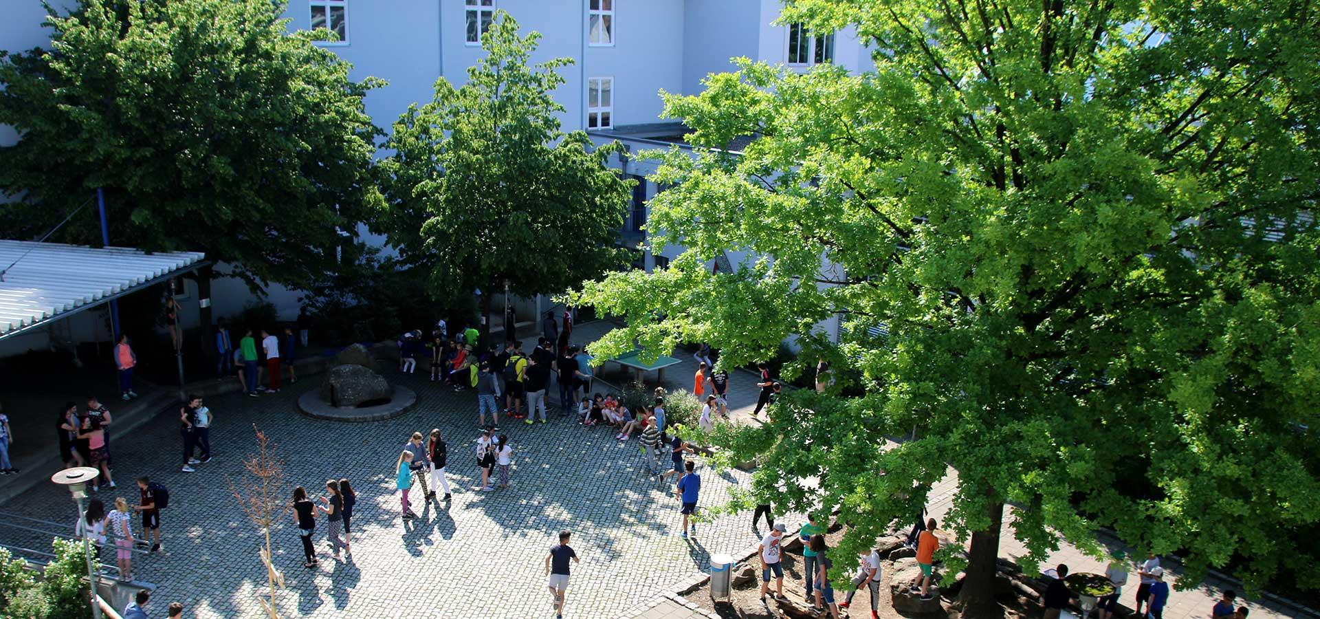 Lehrkräfte der Grund- und Mittelschule St. Josef