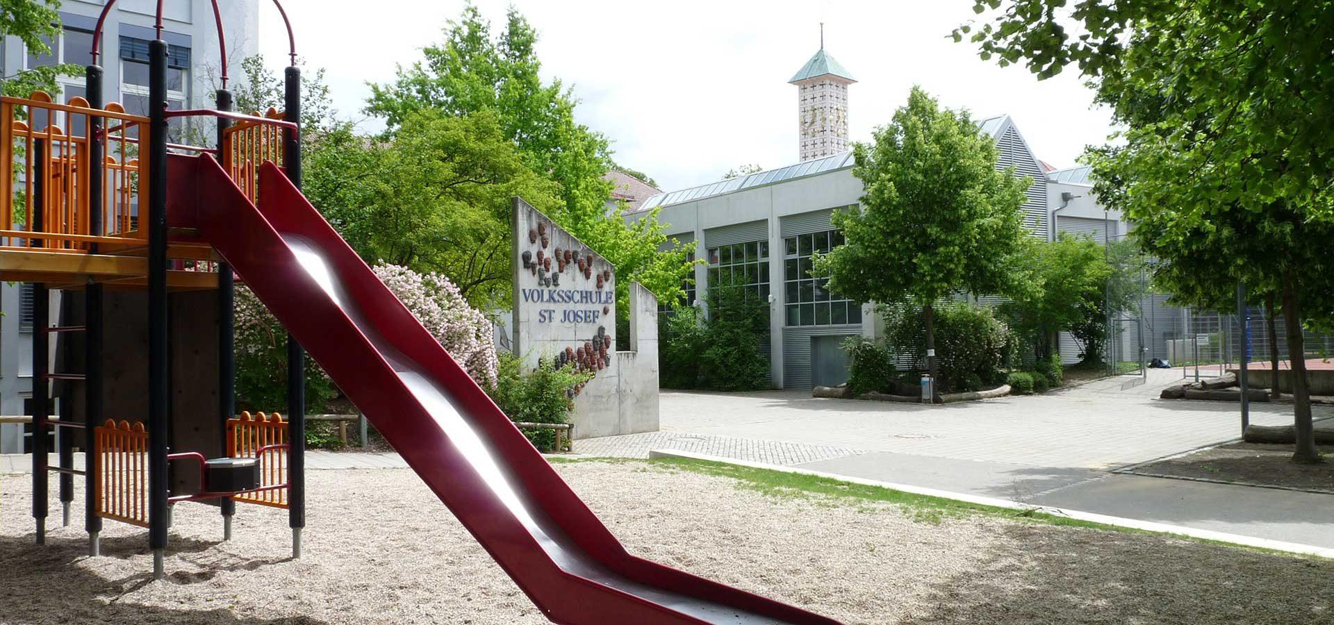 Schulhof der Schule St Josef